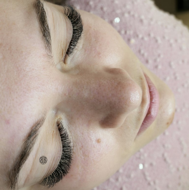 What are russian volume eyelash extensions?   Beauty Bar